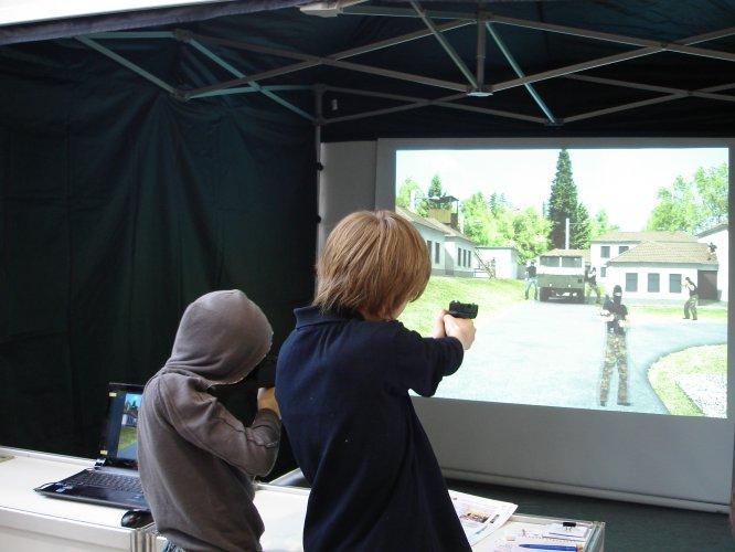 На Борщівщині школярі стіляють в лазерному тирі