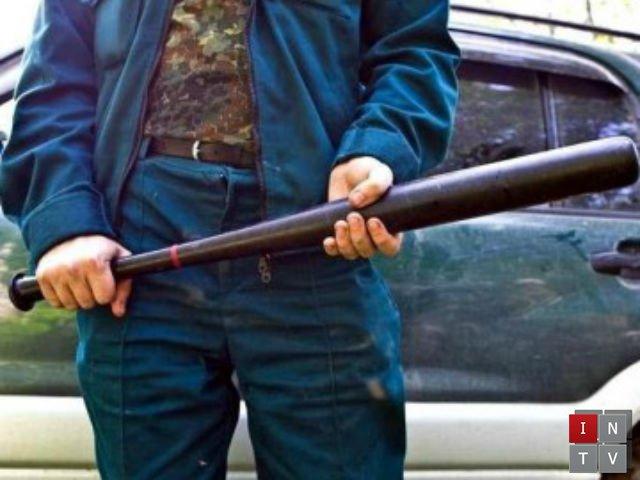 Обмотали голову скотчем, кинули в багажник і погрожували пістолетом: на Тернопільщині засудили неповнолітніх рекетирів
