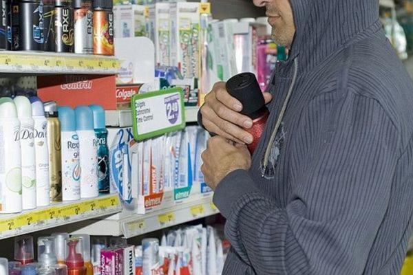 Любителя безкоштовних парфумів спіймали поліцейські