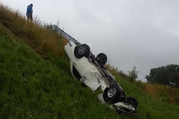 """Біля """"марцеліни"""" ще один автомобіль злетів з моста (Фото)"""