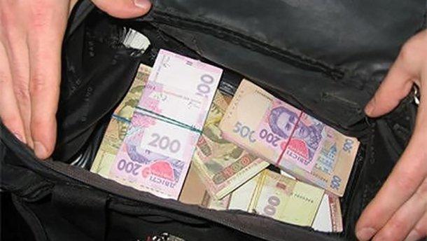 На Лановеччині чоловік вкрав гроші в пенсіонерів
