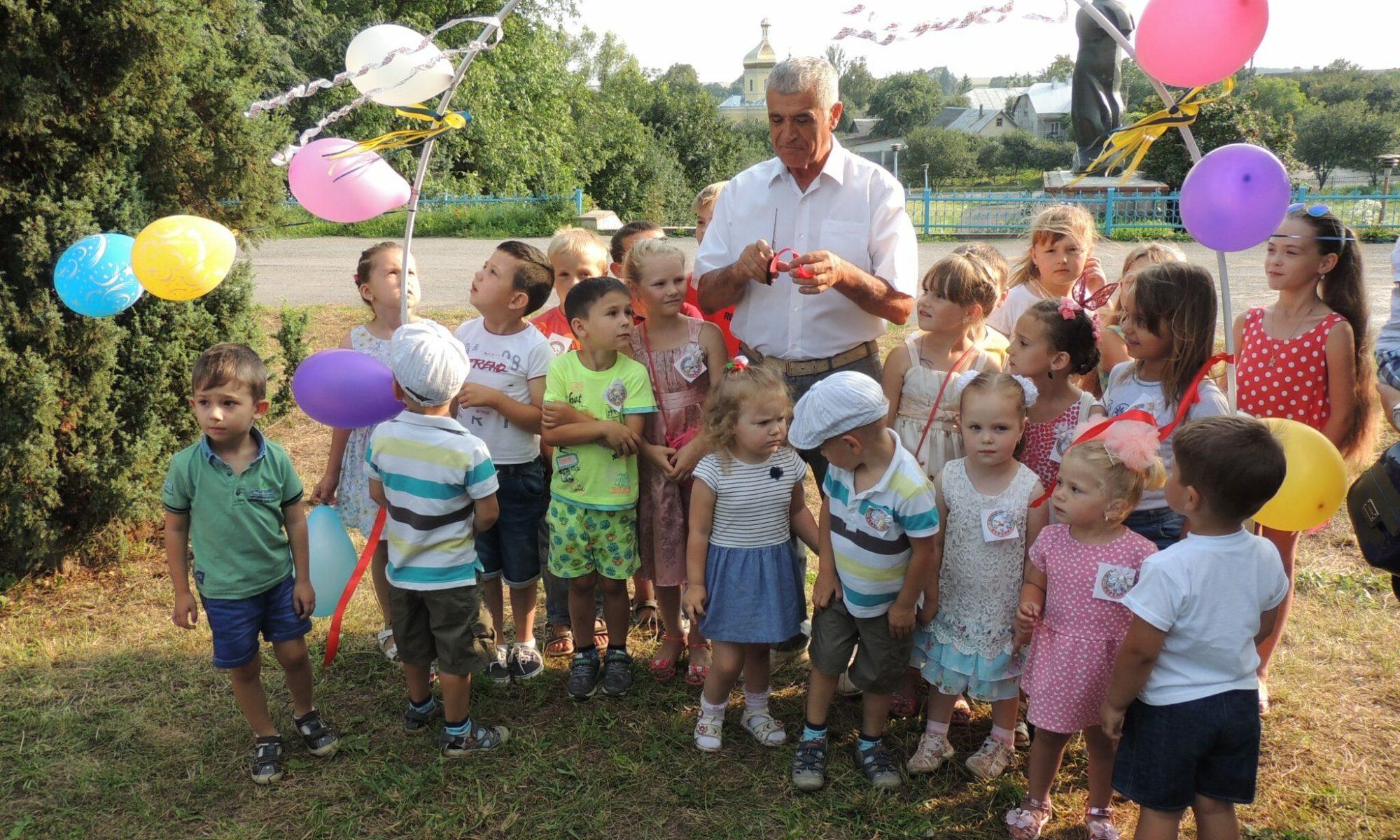 На Теребовлянщині відкрили дитячий майданчик