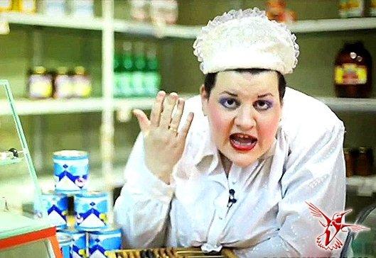Продавці вирішили нагодувати священика гнилими сирками (Фото)