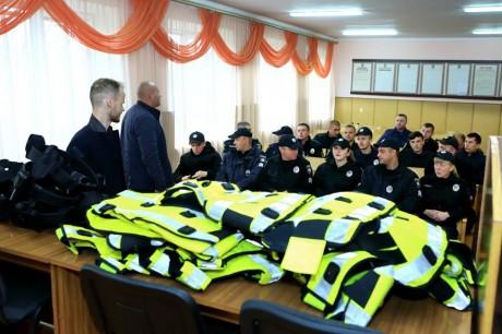 Поліцейські Лановеччини отримали британське спорядження