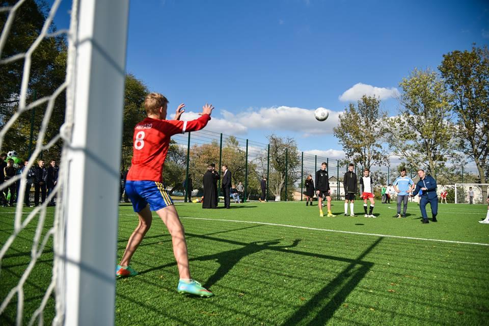 У Ланівцях – нове футбольне поле