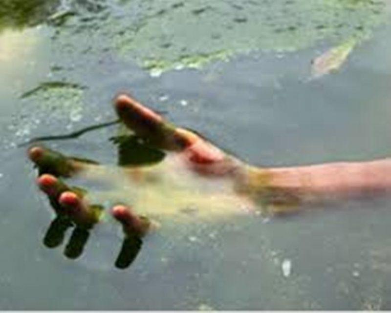 Посеред річки виявили понівечене тіло жінки