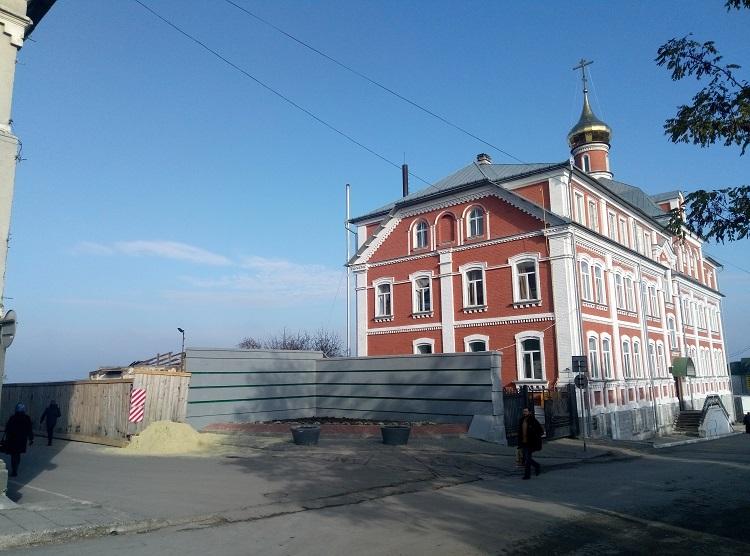 Московські попи знову почали в Почаєві незаконне будівництво (Фото)