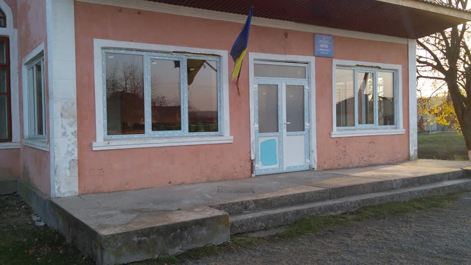 У Монастирку ремонтують клуб