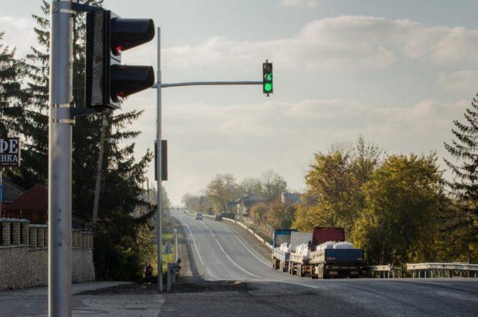 У селі облаштували світлофор на вимогу громади