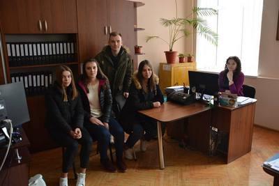 Учні влаштувались на роботу в міську раду
