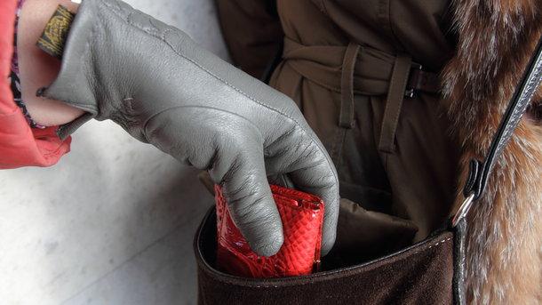 Чортківські працівники поліції підозрюють у шахрайстві жителя райцентру