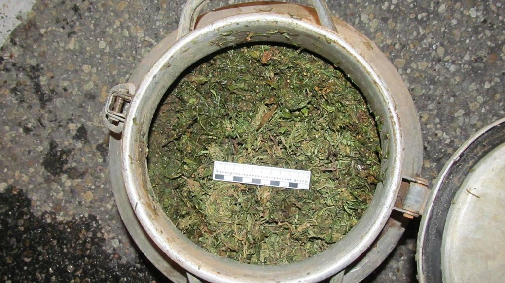51-річна жінка зберігала цілий бідон марихуани (Фото)