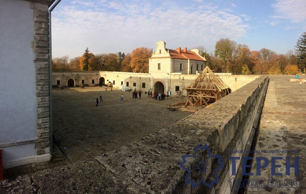 Як у казці: осінній замок (Фото)