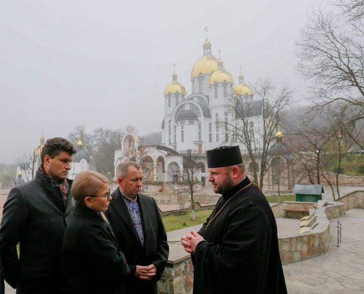 Тимошенко відвідала Зарваницю