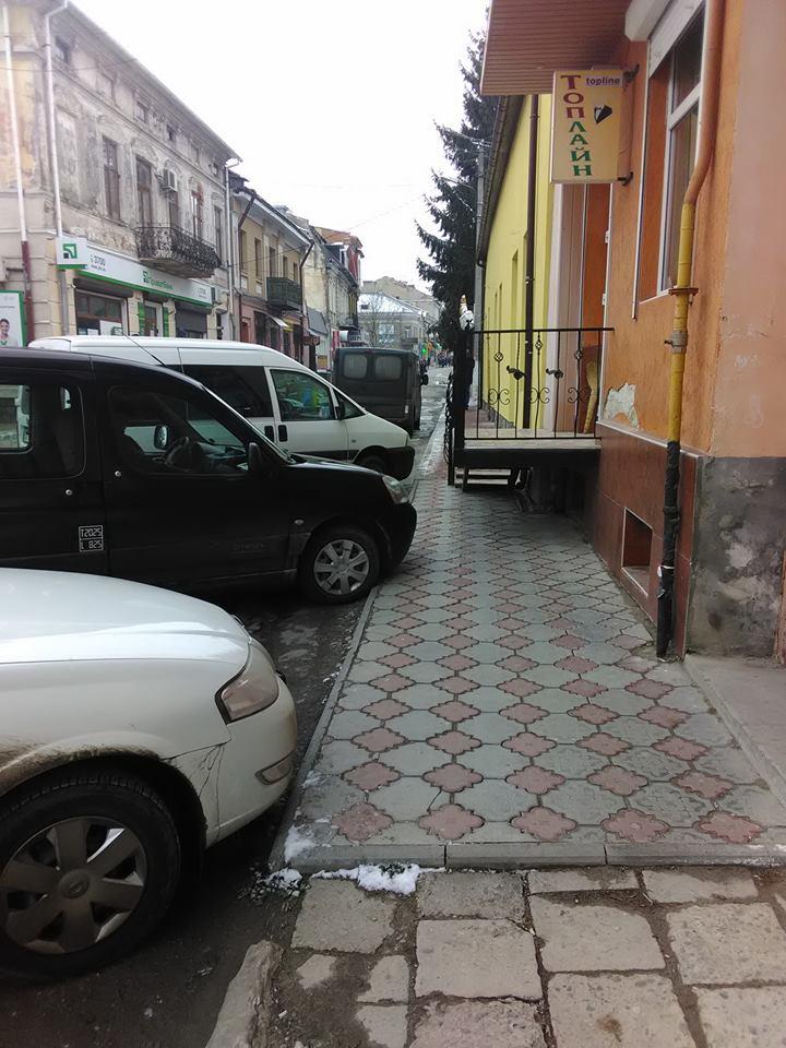 У Бережанах немає проходу нещасному пішоходу (Фотофакт)