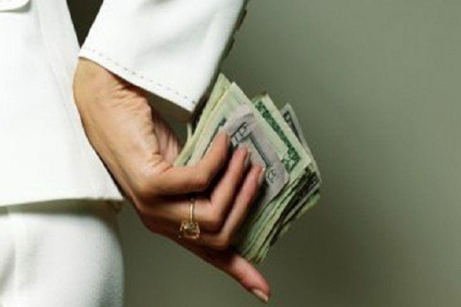 Працівниця військкомату пропонувала «відмазати» призовника від армії за 1400 доларів