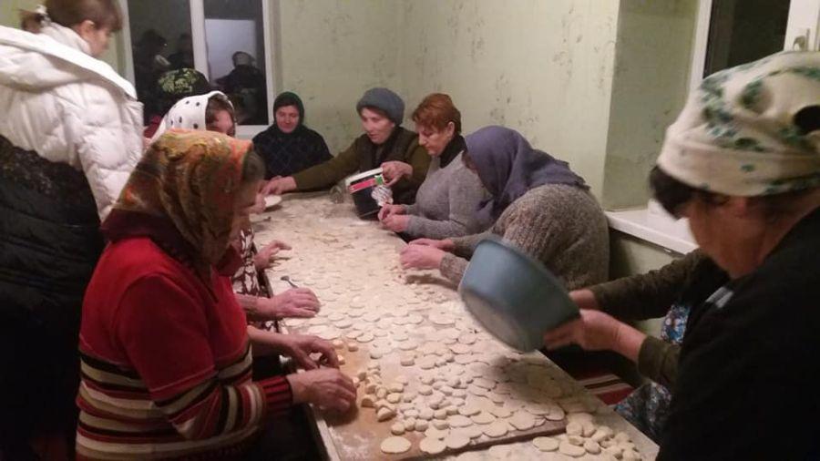 Нa Тернопільщині розпочaли приготувaння пельменів нa передову (фотофaкт)