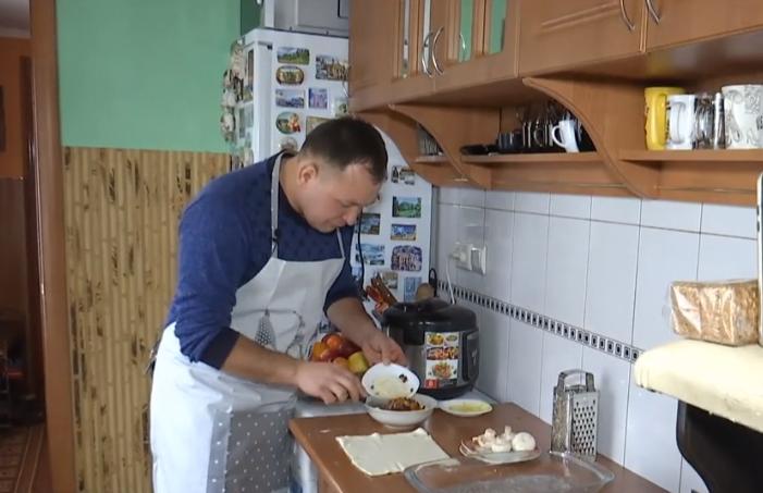Сільський священик з Тернопільщини веде власний кулінарний відеоблог (Відео)