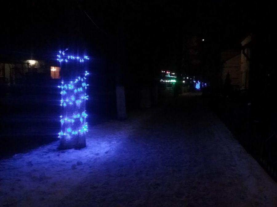 На одній із вулиць Теребовлі зловмисники порізали новорічну ілюмінацію