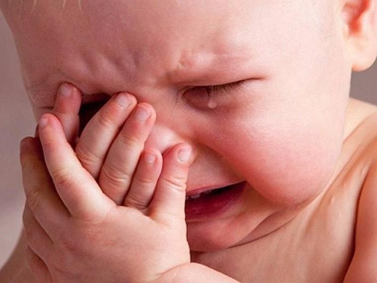 Нещастя на Тернопільщині: батьки випадково облили малюка окропом