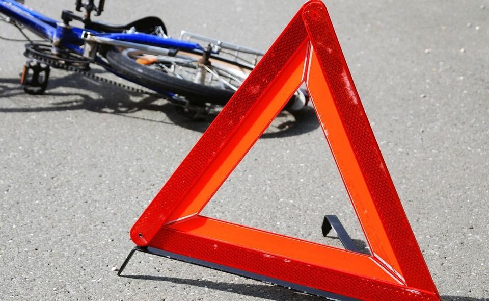 Водій, який збив велосипедиста, сам завіз постраждалого в лікарню та провідував його