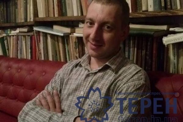 Сантехнік з Чорткова змайстрував журнальний столик з унітаза (Фото)