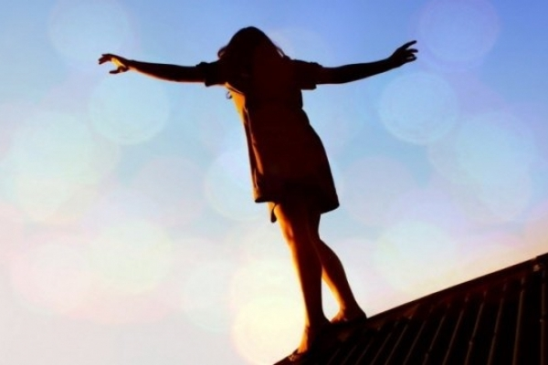 Молода дівчина намагалась скоїти суїцид через те, що коханий зрадив їй з подругою