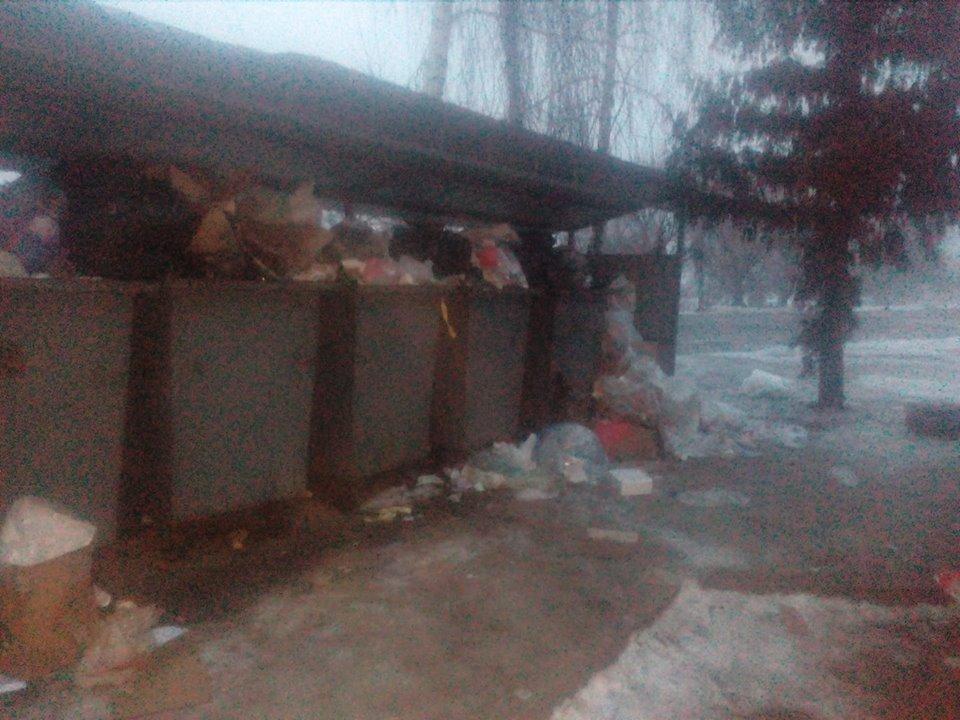 У Ланівцях мешканці скаржаться на переповнені смітники
