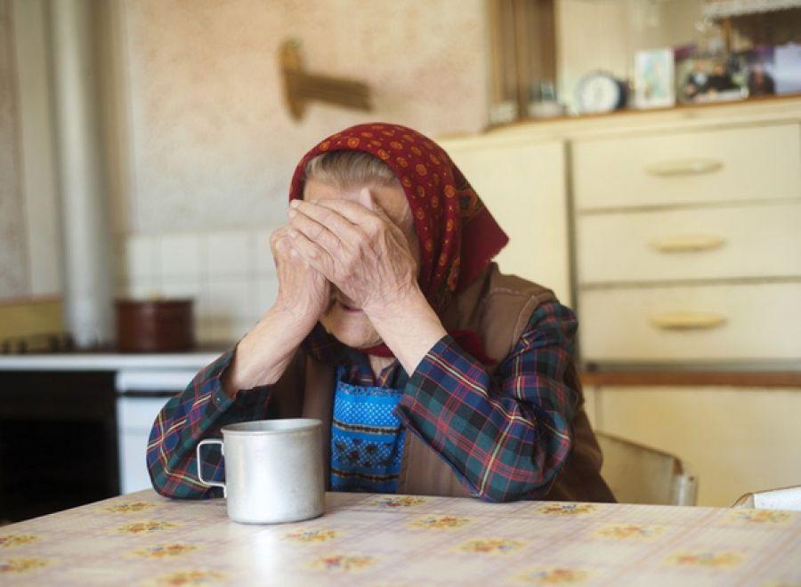 Бідолашна бабуся втратила усі заощадження, пустивши на поріг «масажиста»