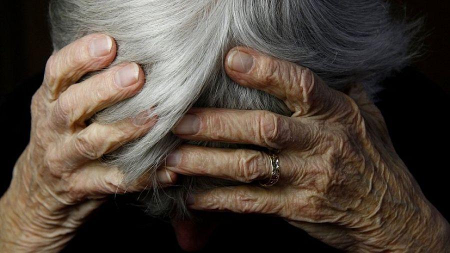 На Тернопільщині судитимуть стареньку, яка побила державного виконавця