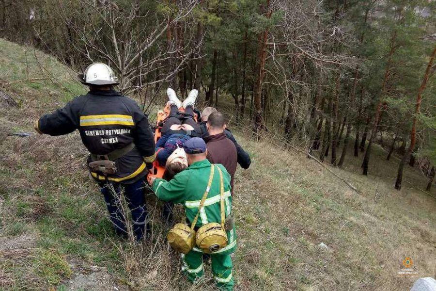 15-річна дівчина впала зі стіни замку у Кременці: поліція відкрила кримінальне провадження