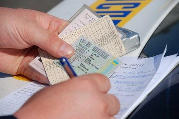 Скандал у Борщівському районі: 19-річна водійка, яка скоїла смертельну ДТП, права отримала «заочно»