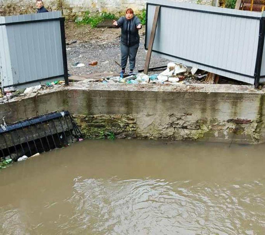 На Тернопільщині плавало ціле подвір'я – люди не спали, рятували худобу (Фото)
