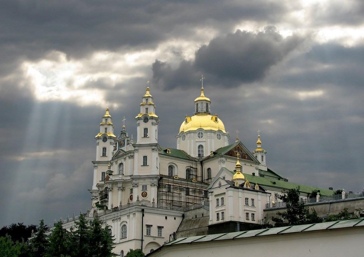 Московські монахи не впустили до Почаївської Лаври учасника АТО (Відео)