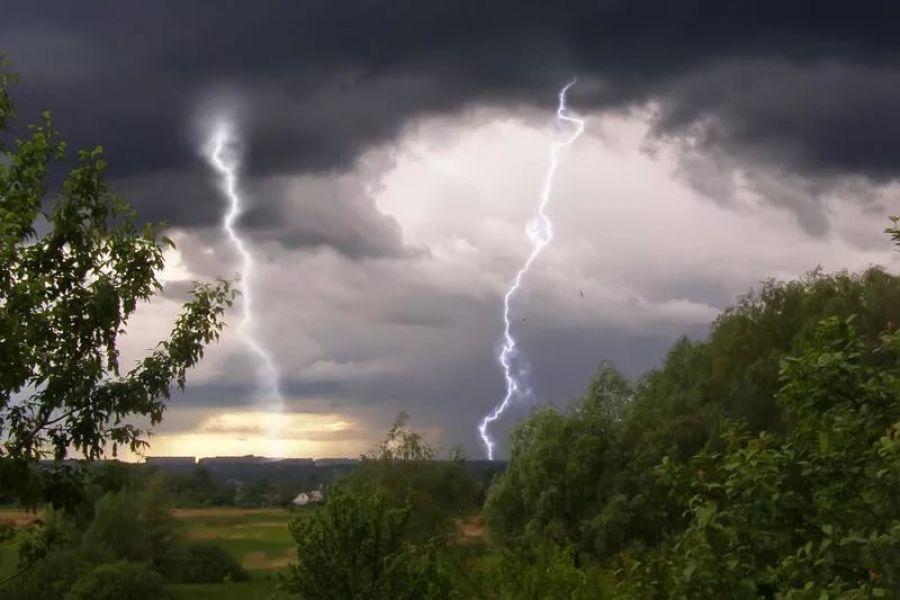 Під час гроз ймовірні шквали та град, – 22 травня погода «штурмуватиме» Україну