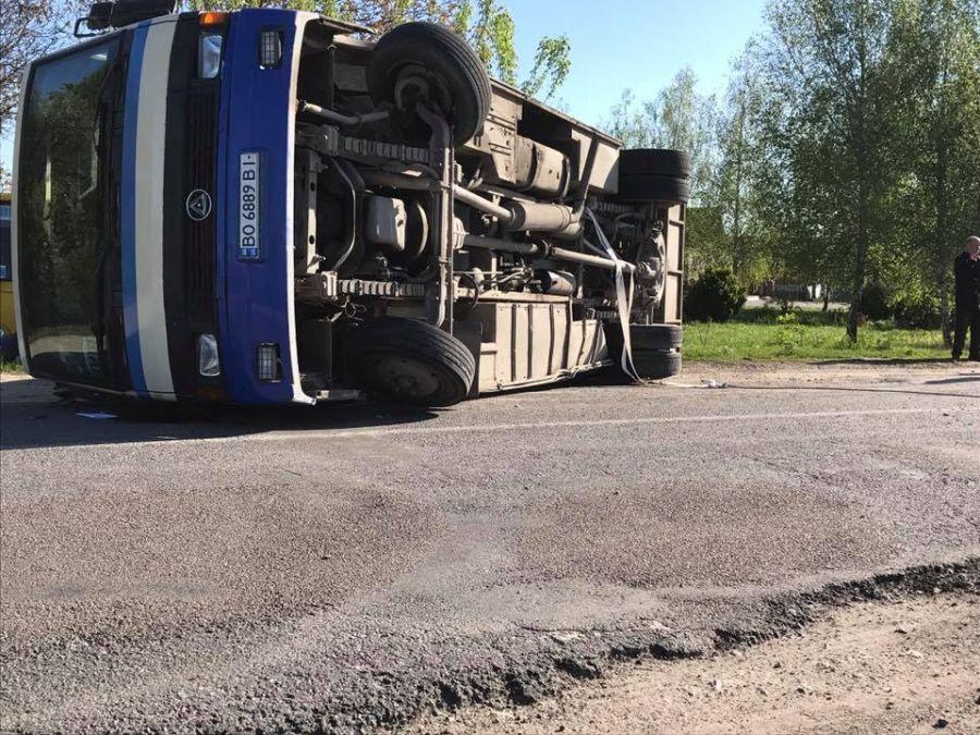 Біля Збаража перекинувся пасажирський автобус (Фото)