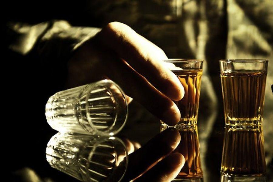 У Чорткові можуть не продавати алкоголь людям у військовій формі