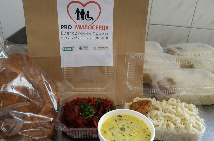 У Тернополі збирають продукти для стареньких та хворих людей