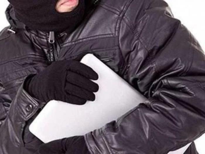 Із сільської амбулаторії зловмисник поцупив ноутбук