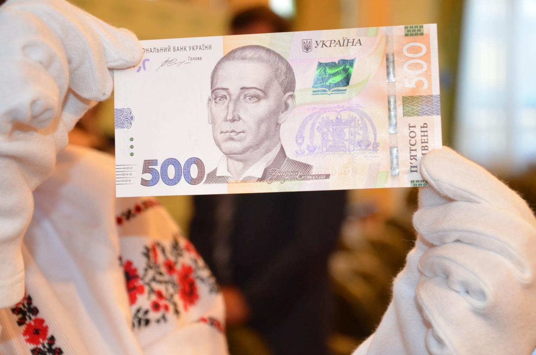 Теребовлею «гуляють» підроблені купюри по 500 гривень