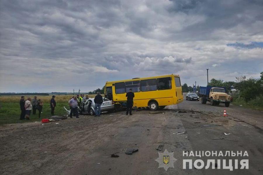 Маршрутка «Бережани-Тернопіль» зіткнулася з автомобілем Skoda: загинула жінка