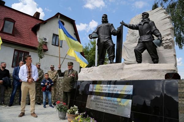 За сприяння Михайла Головка у Збаражі встановили пам'ятник Героям Небесної Сотні Устиму Голоднюку та Назарію Войтовичу (Відео)