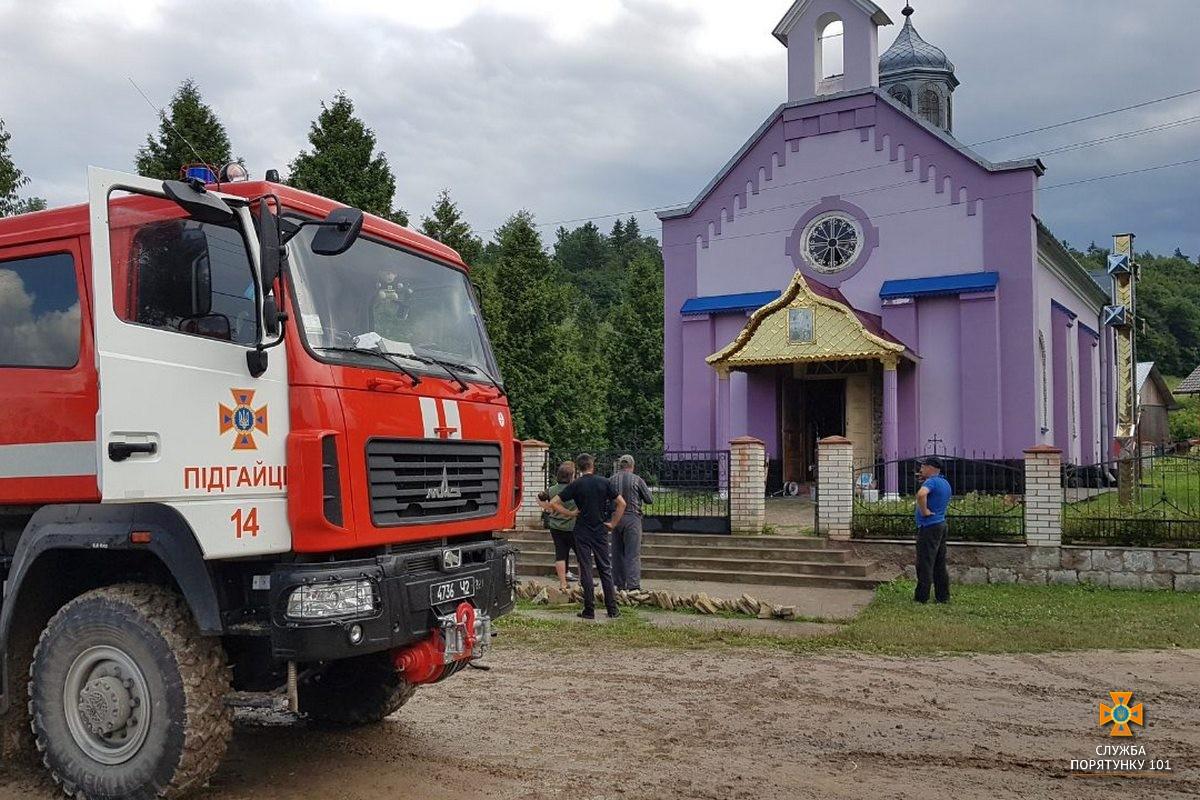 У Підгаєцькому районі горіла церква