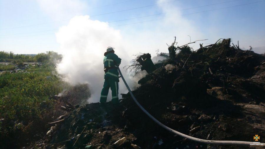 На Тернопільщині виникла масштабна пожежа на сміттєзвалищі (Фото)