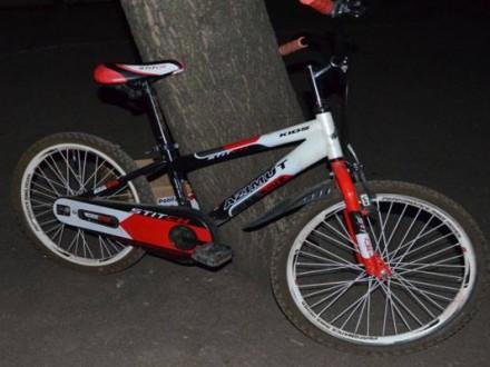 Діти за кермом: 11-річна велосипедистка в'їхала у скутер