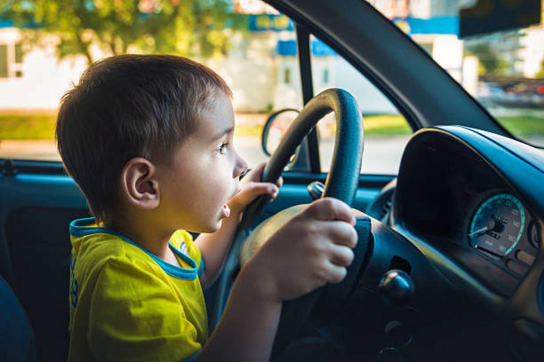 Малолітній школяр потрапив під колеса батькового автомобіля