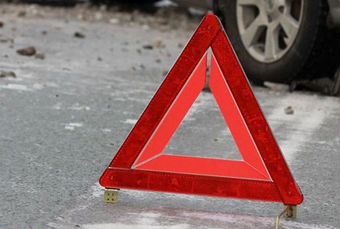 Від удару пасажири отримали численні травми: у Почаєві два автомобілі злетіли з дороги