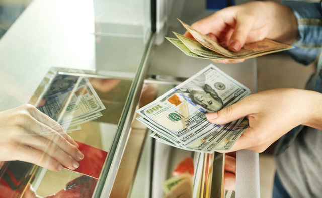 Курс долара поб'є всі рекорди: аналітики дали прогноз для гривні