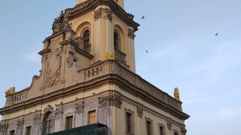 На Тернопільщині намагаються зберегти залишки скульптур Пінзеля
