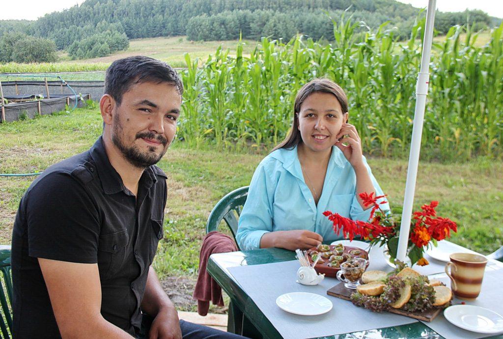 Молода пара робить успішний бізнес на равликах